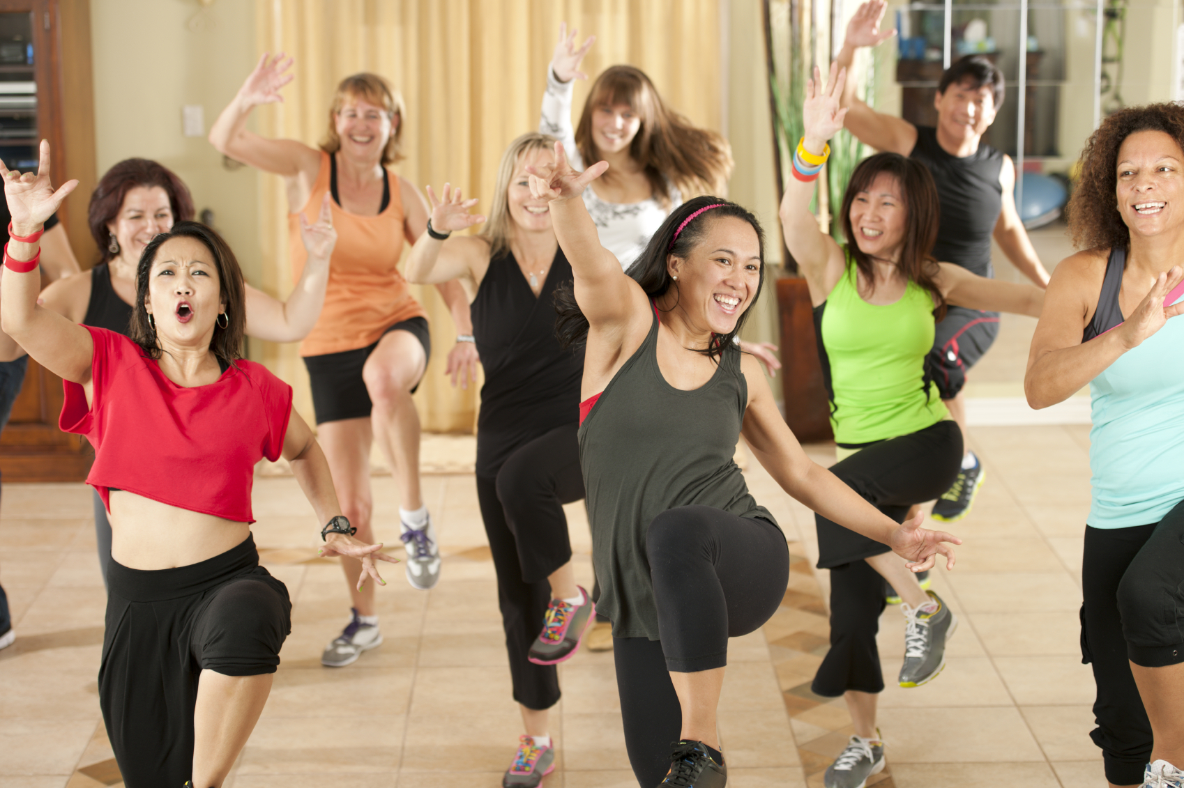Nehmen Sie an Zumba Dance Classes For Fitness teil